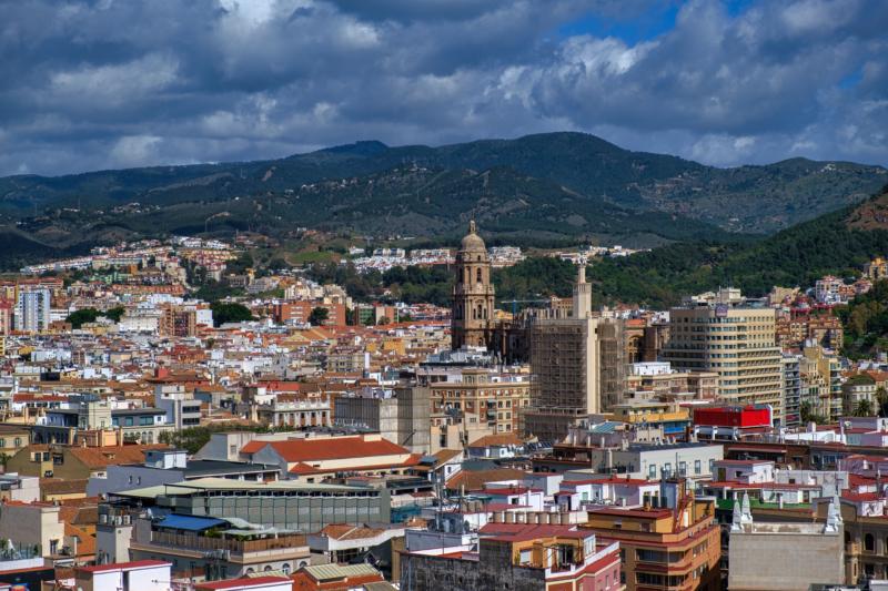 Vistas de Málaga con edificios y casas