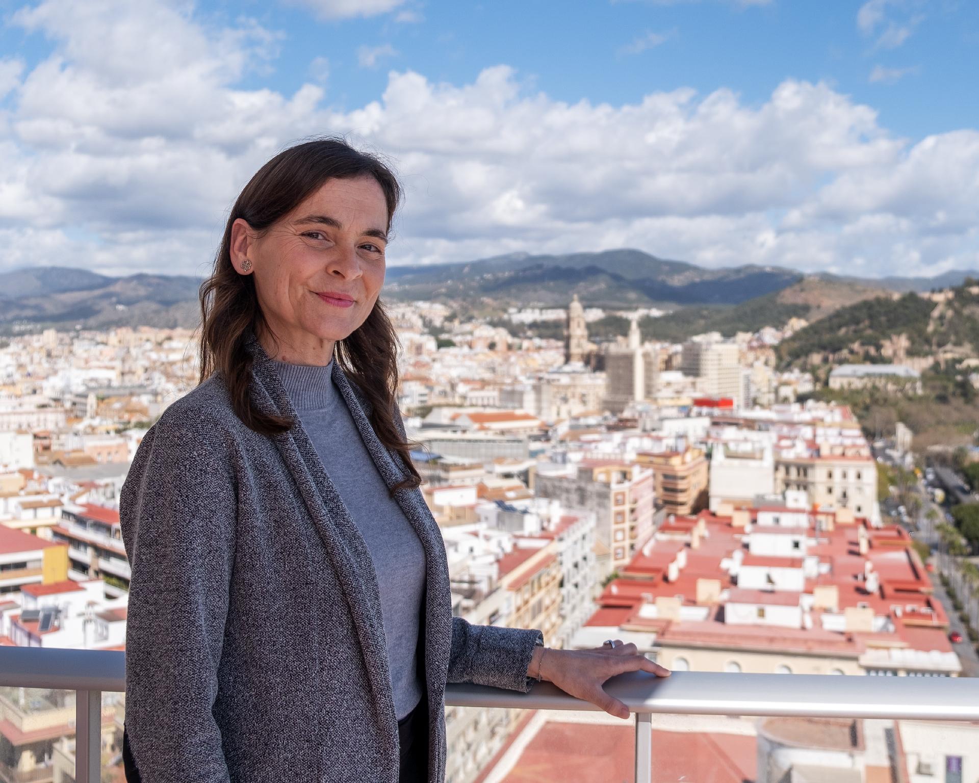 Foto de María Isabel Moral Sepúlveda en la terraza del despacho