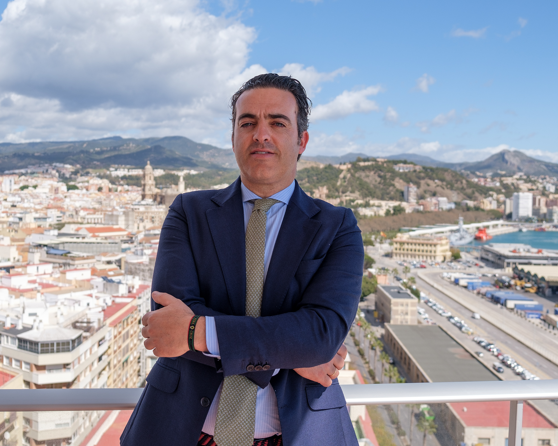 Foto de Manuel Garrido González en la terraza del despacho
